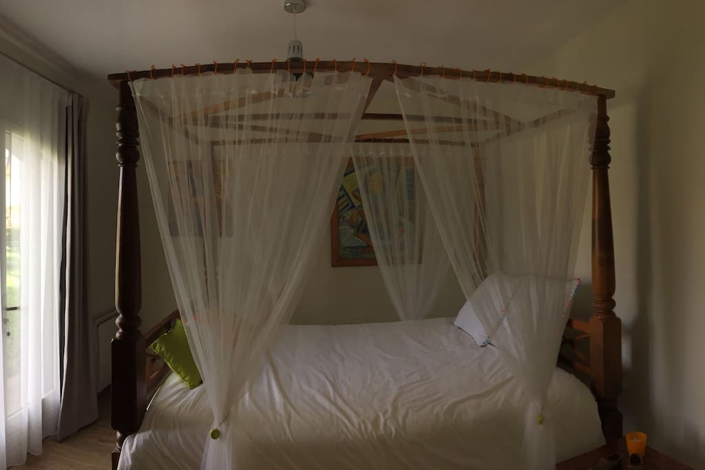 Arcachon chambre priv e indo avec salle de bain bed and for Salle de bain translation