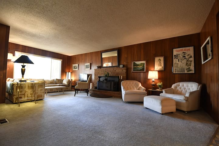 Vintage McCall Getaway in the heart of downtown
