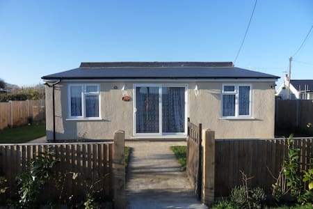 """Dawn"" holiday beach bungalow with seaviews - Hemsby"