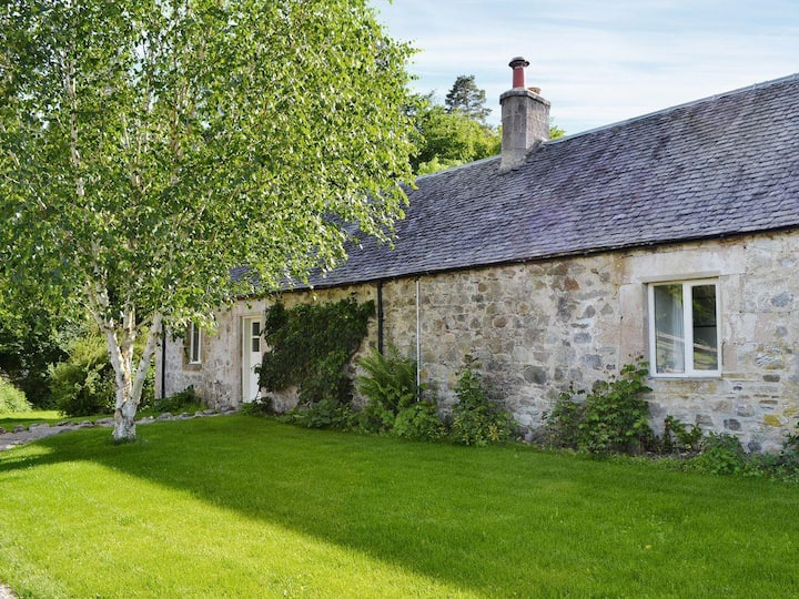 Fisherman's Bothy offers a peaceful rural setting