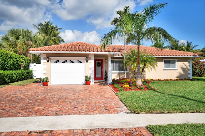 Mizner 2BR home w/ POOL 0.5 mile to BEACH