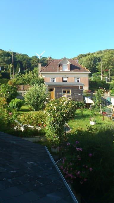 On peut manger dans le jardin et y faire la sieste :-)