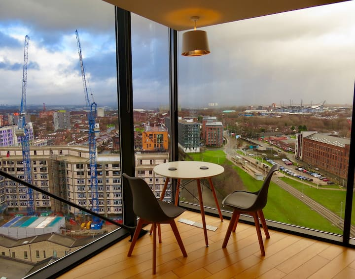 EXCEPTIONAL VIEWS - Top Floor New Islington Aptmnt