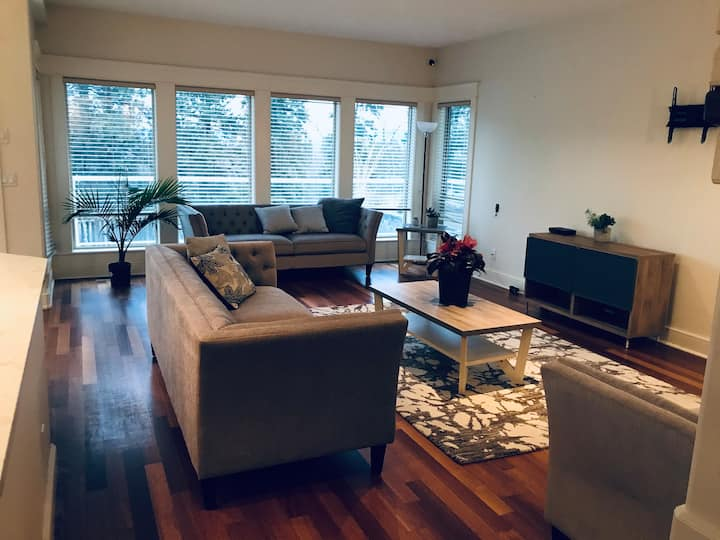Beautiful 1bd suite w/ private washroom