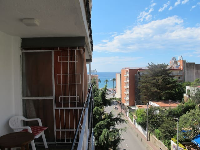 Costa Brava, 2 min walk from central beach