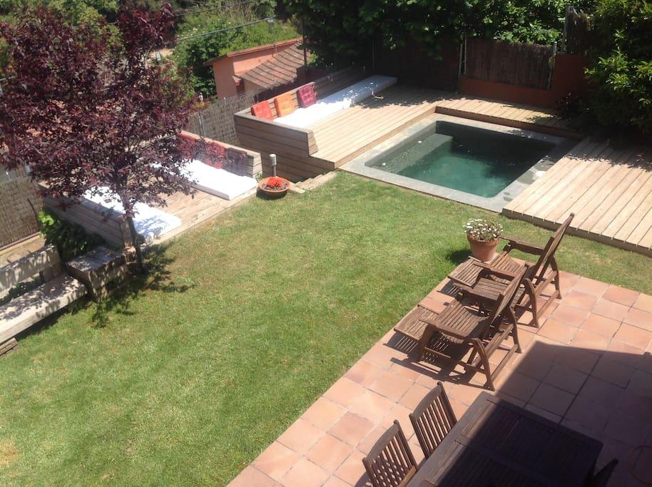 Terraza -jardín con piscina