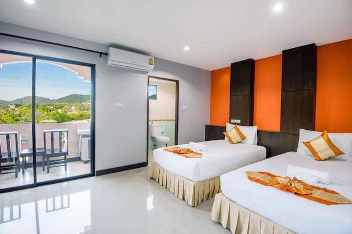 Superb Superior Twin Room at Saiyuan Residence