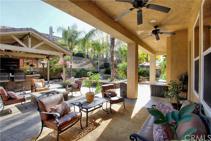 Whisper Ranch Beauty--- Entertainers Dream