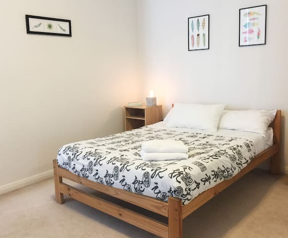NEW!! Room+Private bathroom in waterfront precinct