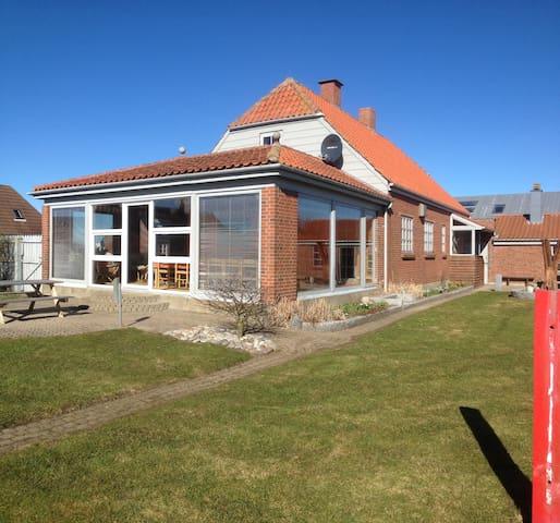 Rummeligt familiehus tæt på havet - Lemvig - House