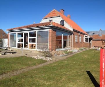Rummeligt familiehus tæt på havet - Lemvig