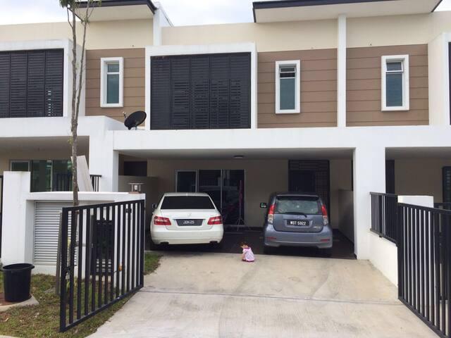 Comfortable 4R4B House Nusa Idaman