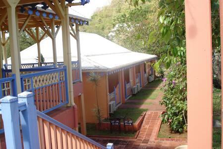 Villa arvilya, plage de la pointe marin et voiture - Sainte-Anne - Appartement
