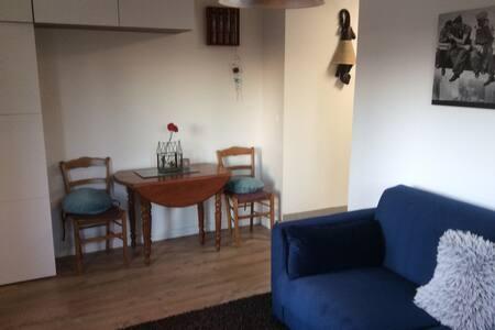 Studio indépendant dans maison