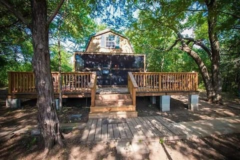 Lake Texoma Cozy Cabin in the woods