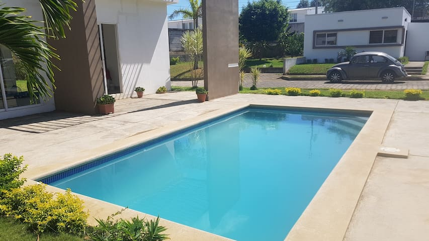 Safe and Cozy  Apt in Condo with social Pool.