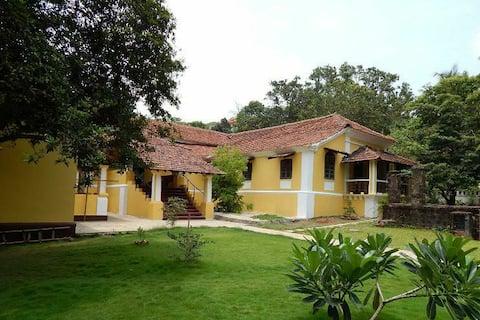 Beautiful heritage 1BR Villa in Sangolda North Goa