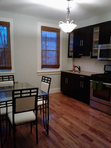 Stately Elegant Contemporary Jersey City Charm - Jersey City - Apartamento