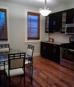 Stately Elegant Contemporary Jersey City Charm - Jersey City - Apartemen
