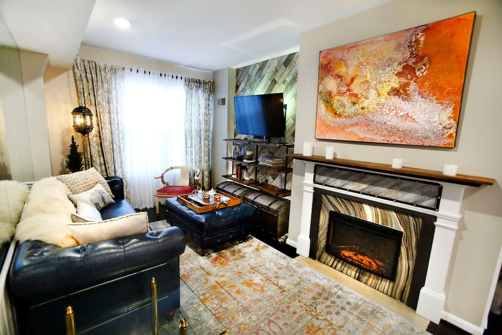 LUXURIOUS LIVING ROOM Cozy Artistic Georgetown Sophistication located near The White House Corridor
