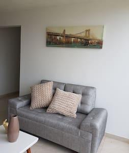 Amplio apartamento ubicado cerca al CC. Unicentro