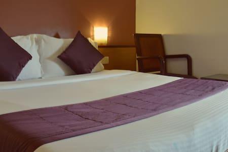 Comfortable stay located in Juhu - Bombai