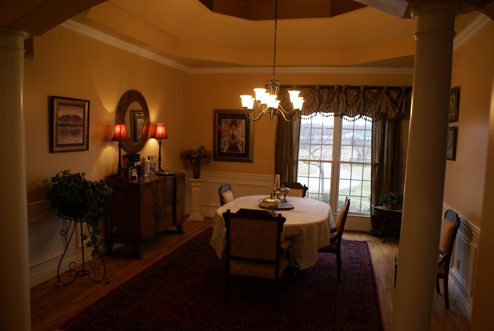 Dinning room with bar.