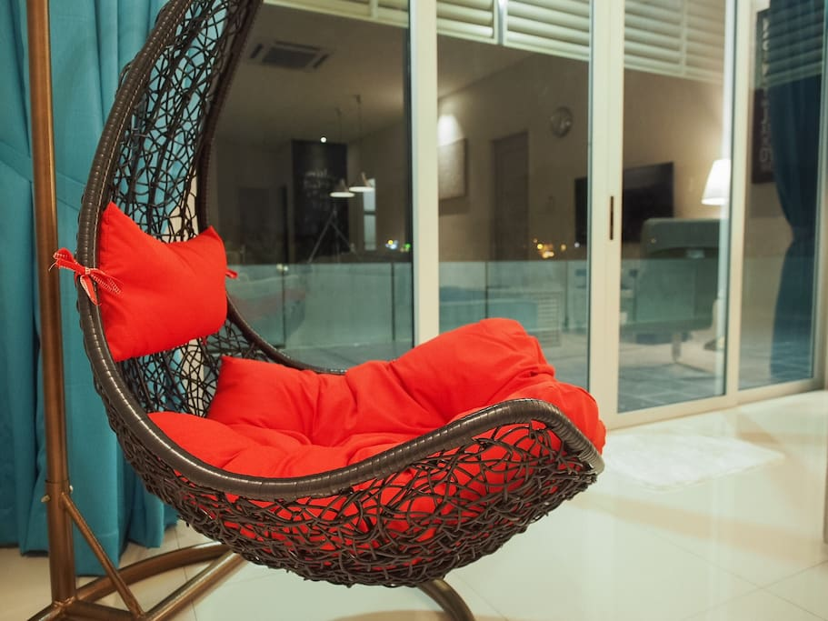 Swing chair for a restful stay