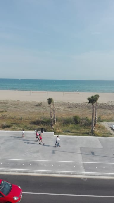 View from the flat:Direct access to the beach!
