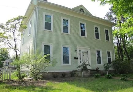 Elegant 13 room house close to Boston - Daire