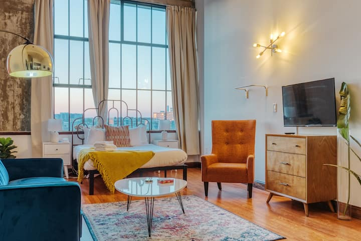 Sosuite   Sunset Lovers near Center City + Discounted Parking