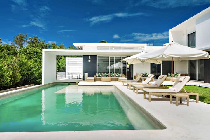 Casa Marazul - Your Private Contemporary Abode