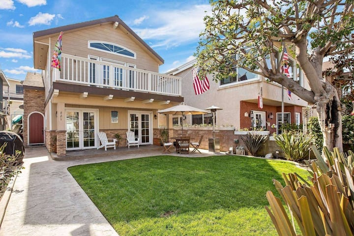 NEW LISTING, Rare beach house w/gated front yard, 4 bed/2 bath, walk to beaches, parking
