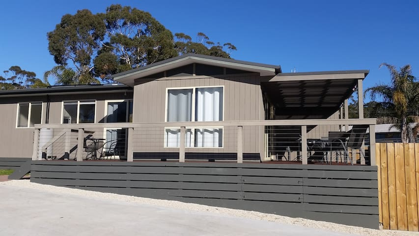 4 Mattsson St -Mallacoota Beach Houses