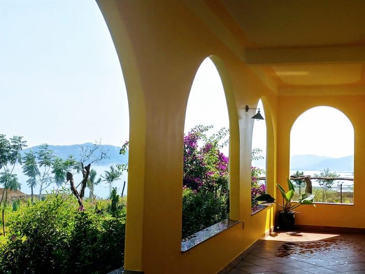 Tà hine homestay Phòng số 4 : view hồ và vườn