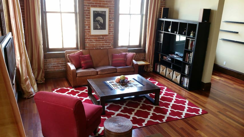 High End Loft- 1 King Bed,  3 Add. Bedrooms Avail.