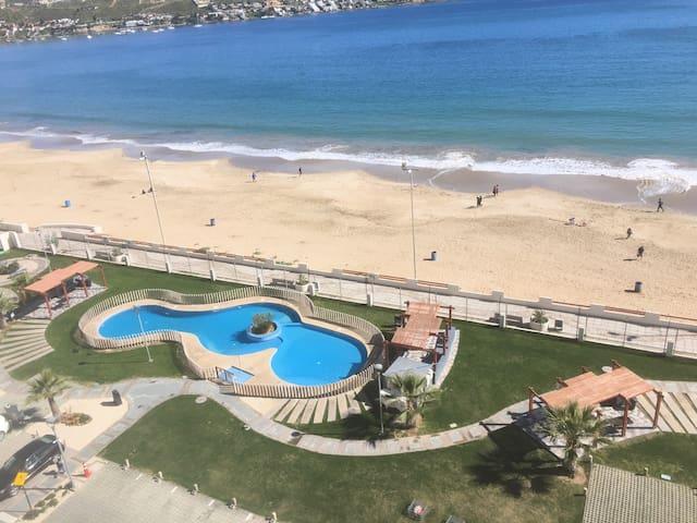 Depto. con vista y acceso a playa La Herradura