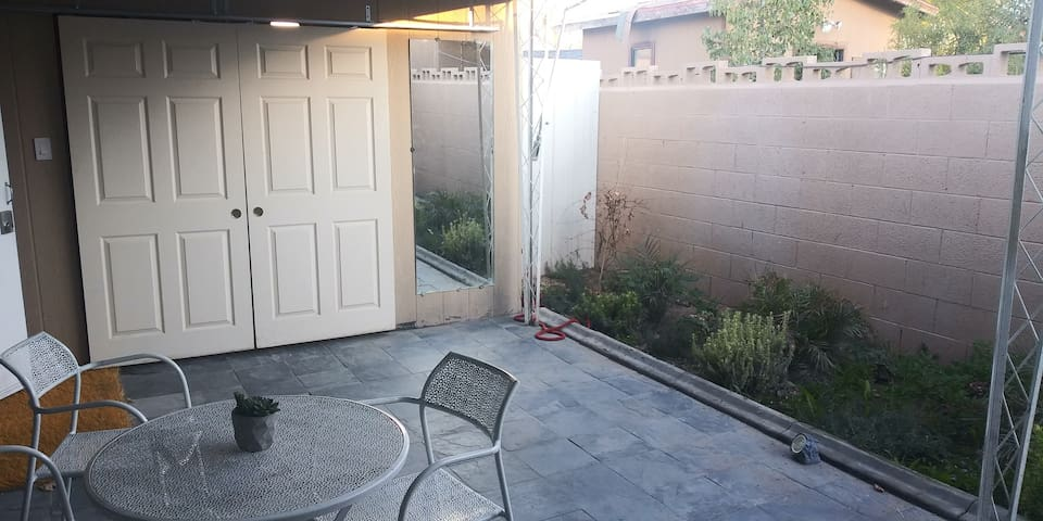 Close to all monthly 1 br gated patio by park