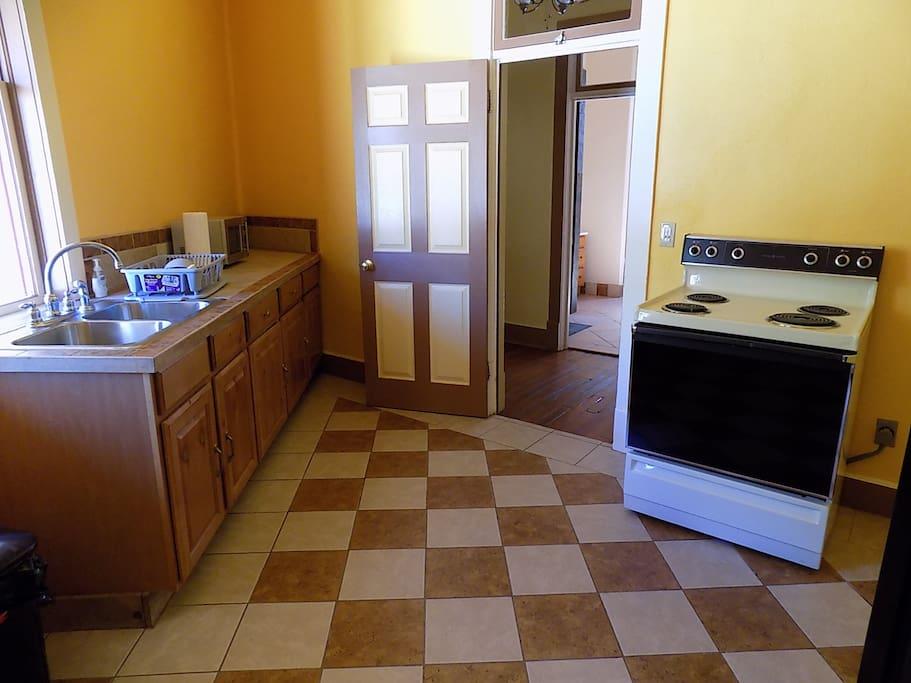 Full shared kitchen