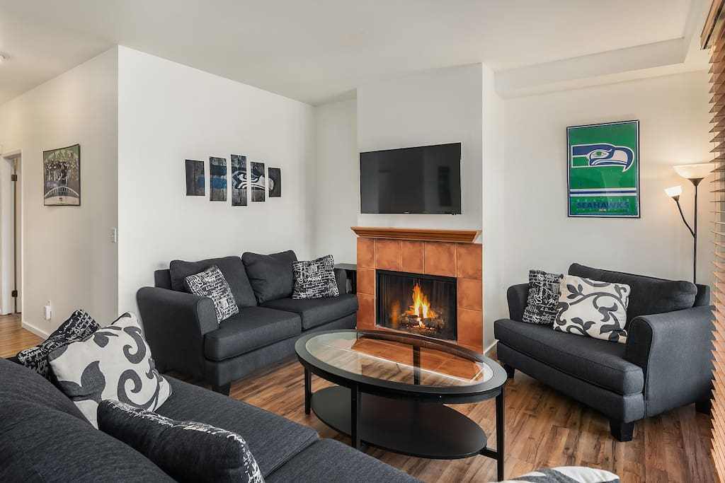 """Spacious living area with 55""""tv, sleeper sofa, love seat and more"""