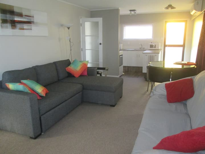 Close to Golf & Tahunanui Beach.