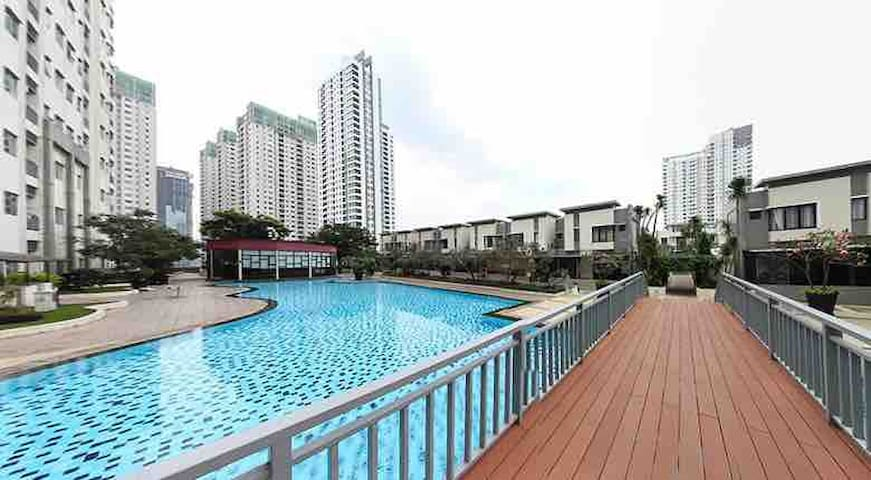 WALKING DISTANCE TO GRAND HYATT!! Best Location!!