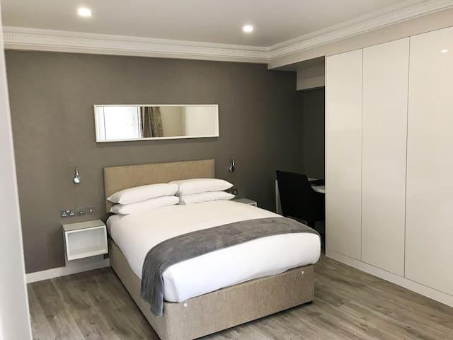 Sloane Avenue, One Bedroom Apt - CC