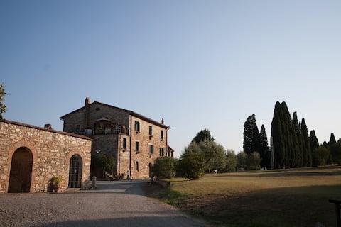 Casa Olivo. Windsweep Farm. Ketone
