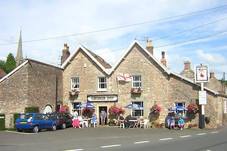 The George Inn -- 17th century village inn - Croscombe - 住宿加早餐