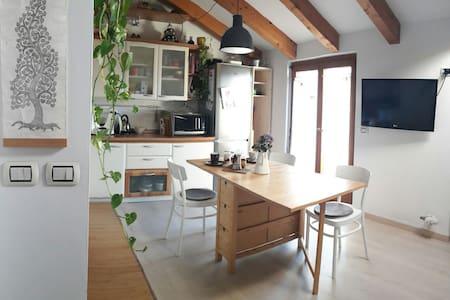Piccolo attico con vista mozzafiato - Villamontagna