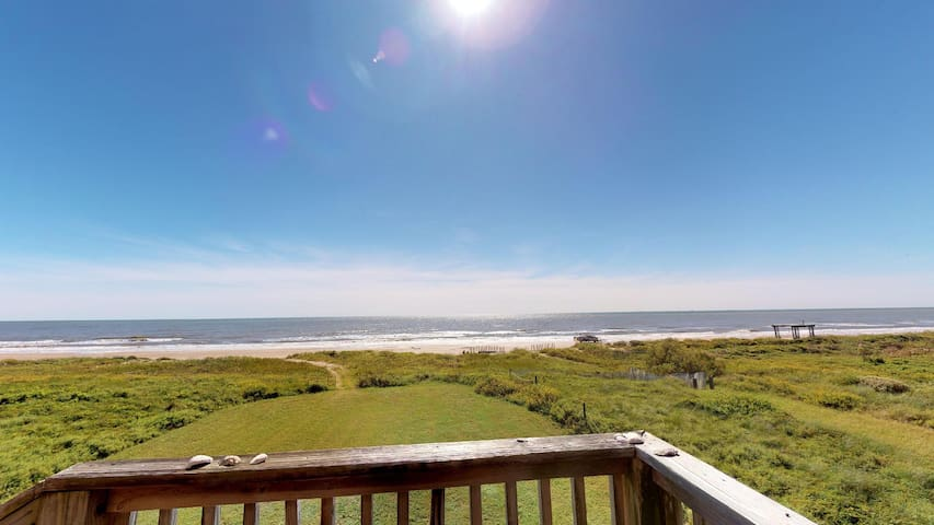 Cozy 3 bedroom beachfront only steps away from the beach -- great for beach combing - Sea Sprite