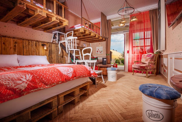 Alles Paletti - Karls Upcycling Hotel