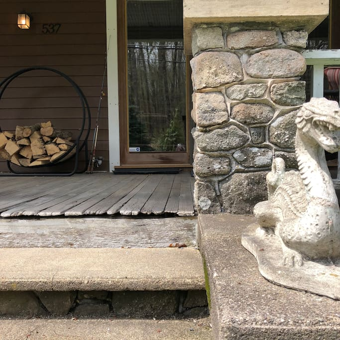 The front porch guardian, there to ensure good times are had by all ; )