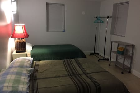 Quiet Room (2) in Bethesda w/ Private Entrance - 贝塞斯达
